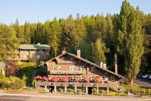 Belton Chalet - historic & elegant resort :: Belton Chalet's 25-room lodge, two cottages & rental home offers excellent on-site dining, pub & group meeting options. Officially Glacier Park's first Inn.