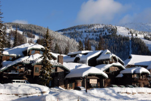 Kandahar Lodge - Slopeside Condos & Dining :: Slopeside luxury rooms & suites (some w/kitchens) and well-priced lodging/dining packages available. Excellent bar, dining room & hot tub. Ski & Lodging packages.