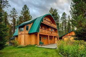 Moss Mountain Inn - yearround beauty :: Our 4-Room B&B sits in Glacier's Front Yard.  Our personal attention to detail is extraordinary, with you in mind. Elegant breakfasts, wildlife on our property & hiking trails