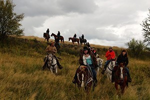 Bar W Guest Ranch - in Whitefish near Glacier Park :: Bring the whole family and relax in a cozy B&B ranch suite, or personal cabin. Wagon & sleigh rides, snowshoeing, fishing, horseback riding & hiking await! Pets welcome!