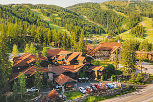 Kandahar Lodge - slopeside resort hotel save 15%