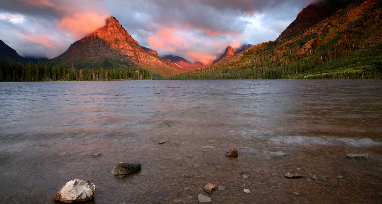 Glacier national park lodging hotels motels condos for Glacier national park cabin rentals